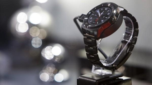 часы на базе webOS